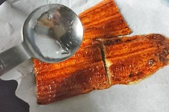 鰻を焼く2